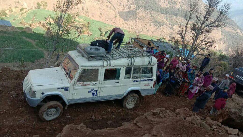 पुग्यो पहिलो पटक रामीडाँडाको तलीआगरमा जीप (फोटो फिचर)