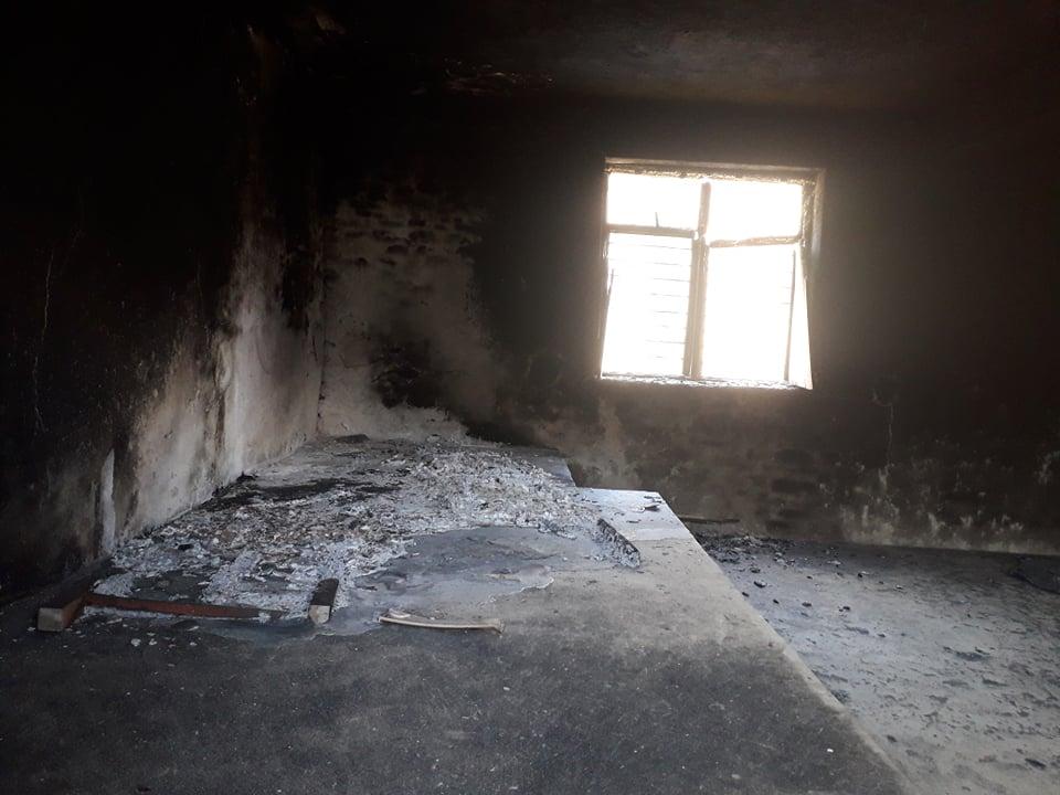 छेडागाड : अज्ञात समुहद्धारा वडा कार्यालयको सभाहलमा आगजनी